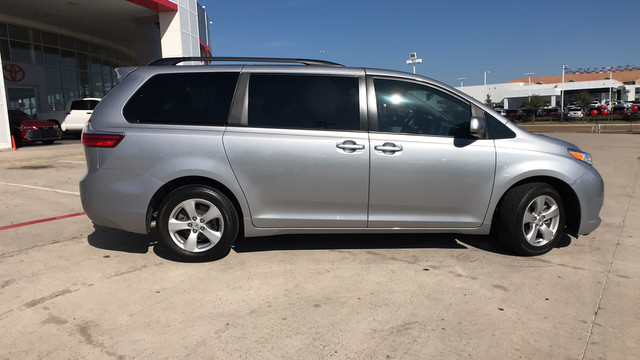 Pre Owned 2017 Toyota Sienna Le