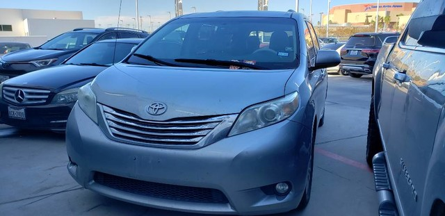 Pre-Owned 2012 Toyota Sienna Ltd